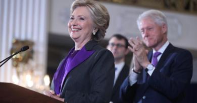 Hillary Clinton concedes to Donald Trump